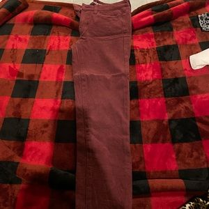 Maroon Jeans AE size 4 short